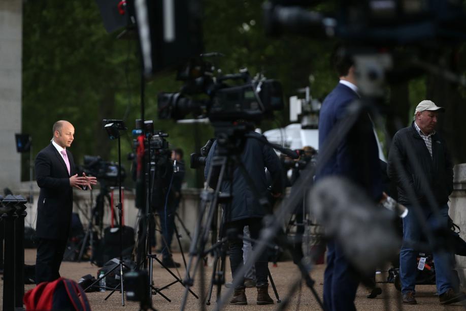Folla di reporter a Londra